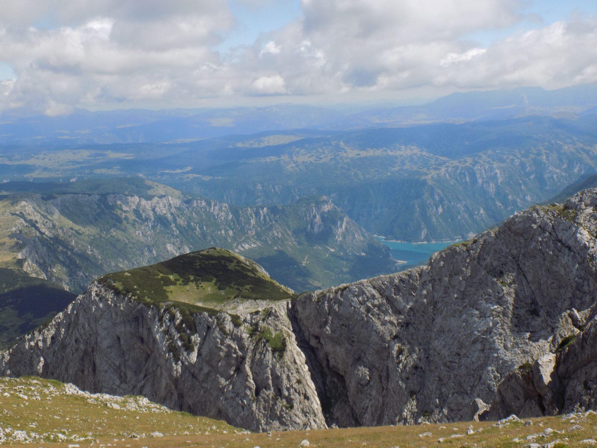 Pogled sa Maglića na Pivsko jezero Nacionalni park Sutjeska